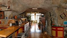 You don't need to be a caveman to do it - 10 Cave Homes We'd Like to Live In - -cave8