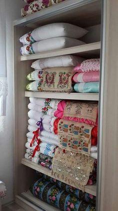 Linen Closet Organization, Home Organisation, Baby Room Decor, Bedroom Decor, Closet Bedroom, Interior Design Living Room, Decoration, Bed Pillows, House Styles