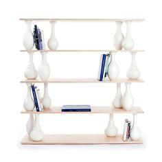 Articolo: BK01NARegał VASE marki Covo, to system modułowy składający się z półek zrealizowanych z drewna bukowego oraz z wazonów toczonych z drewna, które przybierają funkcję podstawy między półkami, nadając meblowi niepowtarzalny wygląd. Toczone wazony zastępują elementy konstrukcyjne, z których zazwyczaj składają się archetypowe regały, ponieważ dzięki swej formie mogą oczywiście przybierać funkcję pionowych i przekątnych podpór. Ponadto, na poziomie bardziej emocjonalnym, ich kształt…