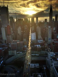New York City Feelings | New York. 7:55am. via Diana Sonis