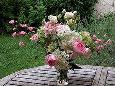 Quel bonheur de cueillir les plus belles fleurs de son jardin pour les offrir ou tout simplement en profiter dans son intérieur ! Nous vous proposons ici une sélection des meilleures fleurs à couper pour que le plaisir soit toujours renouvelé.