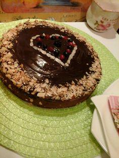 Málnás-csokoládés torta pirított mandulával8 Izu, Cake, Food, Pie Cake, Meal, Cakes, Essen, Hoods, Cookies