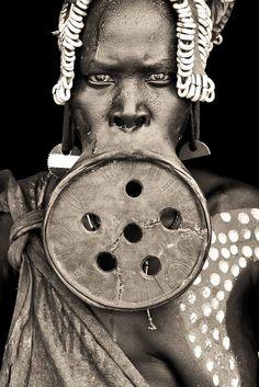 mursi woman. Talk about your gauges!