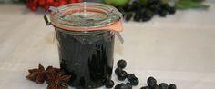 """Hjemmelaget blåbærsyltetøy til pannekakene er et """"must"""". Deilig som pålegg eller til desserten er det også."""
