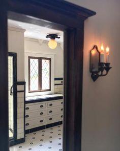 The Glencroft Dollhouse: Bathroom - The Greenleaf Miniature Community