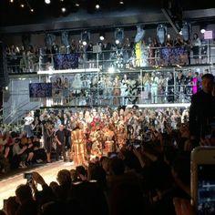 No podía ser de otra manera! @dolcegabbana se presentó en #MFW con mucho brillo y ruido. Pero hubo una diferencia esta temporada el desfile fue protagonizado por gente real... con coronas por supuesto!  #Bazaarencolecciones (vía @theoutsiderblog por @cecimendezzz y @diegozuko )  via HARPER'S BAZAAR ARGENTINA MAGAZINE OFFICIAL INSTAGRAM - Fashion Campaigns  Haute Couture  Advertising  Editorial Photography  Magazine Cover Designs  Supermodels  Runway Models