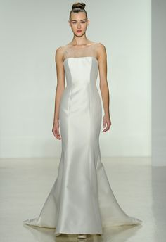 Finding the perfect Best Wedding Dress For Small Bust is something that every prospective bride is concerned with.