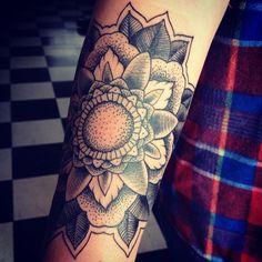 Black Tattoo: Фото