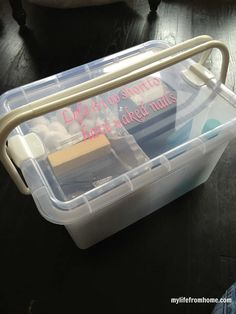 diy Organizing a Nail Care Kit Organize a nail kit that is perfect for a pedicure and a manicure at home. DIY kit all-in-one that will keep all your equipment. Pedicure At Home, Manicure Y Pedicure, Pedicures, Nail Care Routine, Baby Nails, Grooming Kit, Feet Care, Cottage Homes, Nail Polish