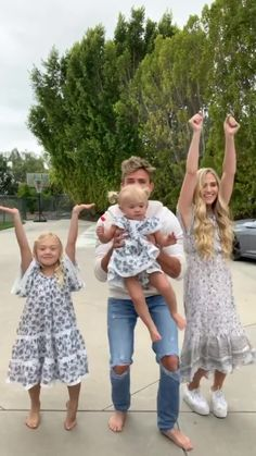 Cole LaBrant ( has created a short video on TikTok with music Laxed (Siren Beat). watching this back and realizing how beautiful my wife and daughters are no cap😧 I'm one lucky man😭 Family Outfits, Girl Outfits, Cute Outfits, Cole And Savannah, Savannah Chat, Preteen Fashion, Girl Fashion, Annie Rose Cole, Mary Kate Robertson