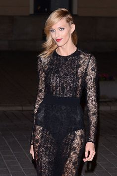 Street photographer darling Anja Rubik sent lightbulbs flashing with a spectrum of beauty looks in Warsaw this week.