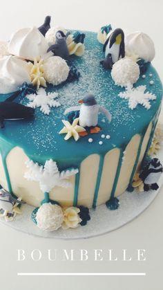 Diese Geburtstagstorte ist dekoriert mit Pinguinen (Spielfiguren), einem blauen Schokodrip und vielen glitzernen Details. #pinguine #cake #birthdaycake #dripcake Party, Birthdays, Birthday Cake, Cakes, Desserts, Food, Penguins, Cake Ideas, Dessert Ideas