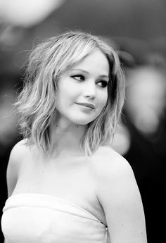 I'm in love with her new haircut. Jennifer Lawrence from The Hunger Games. Eliza Taylor, Gal Gadot, Nina Dobrev, Jenifer Lawrance, Scarlett Johansson, Jennifer Lawrence Short Hair, Emilia Clarke, Happiness Therapy, Divas