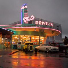 Mel's Drive In My mom had the white t bird long time ago- I see this one from movie at Hot August nights car show Background Vintage, Background Patterns, Muscle Cars, 1950s Diner, Diner Decor, Kitchen Wallpaper, Miami Vice, Photo Wall Collage, Sexy Cars