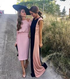 "741 Me gusta, 5 comentarios - White Veils (@whiteveils) en Instagram: ""Damos la bienvenida al viernes con estas invitadas espectaculares"" Winter Wedding Guests, Casual Wedding, Races Fashion, Fashion Outfits, Women's Fashion, Ascot Dresses, English Dress, Wedding People, Wedding Guest Looks"