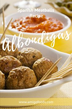 Albondigas are Spanish meatballs. Albondigas are popular as a Spanish tapa. You'll find them in bars and restaurants throughout Spain. This albondigas recipe includes one of the world's most expensive ingredients of azafran, or saffron in Spanish. Tapas Ideas, Tapas Recipes, Cocktail Recipes, Recipe Using, Best Spanish Food, Spanish Tapas, Latin American Food, Latin Food