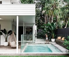 A coastal weatherboard home in Byron Bay Backyard Pool Designs, Small Backyard Pools, Outdoor Rooms, Outdoor Living, Weatherboard House, Australian Homes, Australian Garden, Modern Coastal, Coastal Style