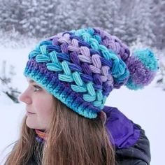 Braid Stitch Crochet Pattern Tutorial Puff stitch is one of the most popular patterns and there are many variations of this stitch. Today I'm going to show you the pattern of braid puff stitch. Bonnet Crochet, Crochet Beanie, Knitted Hats, Puff Stitch Crochet, Crochet Stitches, Crochet Winter, Love Crochet, Kids Crochet, Crochet Books