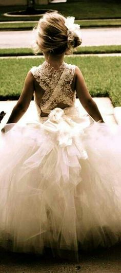 I love this little girl's dress.
