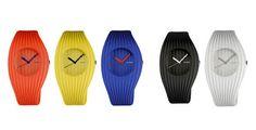 """El estudio inglés Shiro Studio diseño un nuevo reloj para la colección de Alessi, la marca italiana famosa por sus productos divertidos e ingeniosos para cocina. Grow tiene un diseño que con una textura fluida a lo largo de su superficie, la cual parece """"crecer"""" de lado a lado."""