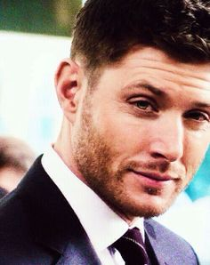 That look... the eyebrow and the scruff and the half-grown smirk and.......... *swoon*