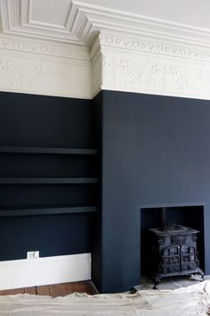 Farrow & Ball Off Black and Shadow White at the Victorian Villa Project matte black walls, white and ivory crown molding. Its an interesting juxtaposition of the modern and the antique aesthetics. Dark Living Rooms, Home Living Room, Living Room Decor, Living Spaces, Dark Rooms, Farrow And Ball Living Room, Dining Room, Blue Rooms, Small Living