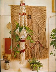 From the 1977 pattern book Macrame Artistry.