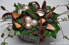 #Kerst werkstukje in wording... https://www.bissfloral.nl/blog/2015/09/16/kerst-werkstukje-in-wording/
