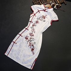 Cheongsam traditional chinese clothing for girls            https://www.ichinesedress.com/