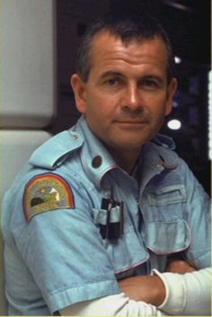 Ian Holm as Ash the android in the making of Alien 1978 Conquest Of Paradise, Alien Movie 1979, Aliens Movie, Sci Fi Horror, Horror Films, Great Sci Fi Movies, Tom Skerritt, Aliens Colonial Marines, Giger Alien