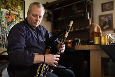 Uilleann pipe-maker Martin Preshaw received the highest of honours this week for his craft when he was presented with an award by HRH The Prince of Wales on behalf of The Queen Elizabeth Scholarship Trust (QEST).
