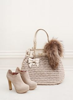 TWIN-SET Simona Barbieri: knitted maxi sack bag with chain, charm with bow and heart in metal and suede ankle boots