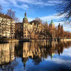 Entlang der #Isar in #München - wundervolle alte Gebäude in der pulsierenden Weltstadt #Städtereisen #Bayern