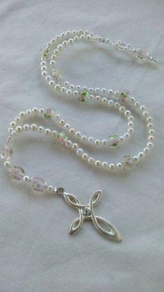 White pearl rosary beads Beaded Jewellery, Beaded Rings, Handmade Jewellery, Unique Jewelry, Murano Glass Beads, Crystal Beads, Crochet Rings, Boho Green, Rosary Beads