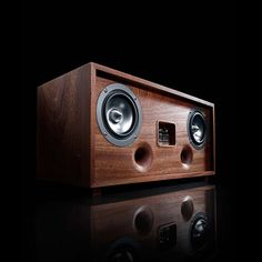Compatible with both Raspberry Pi and UDOO, the Tubecore Duo Analog / Digital Media Centre is an incredible masterpiece for your musical tracks.