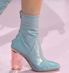 My Little Fashion Magazine Dream Shoes, Crazy Shoes, Me Too Shoes, Fashion Week, Look Fashion, Fashion Shoes, Cheap Fashion, Fashion Trends, Ankle Boots