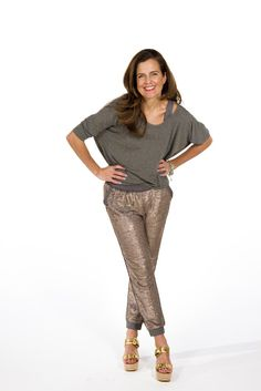 As an influencer, a Power Mom cares about style, but not at the price of comfort. She's your every day sparkle!