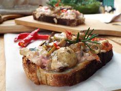 Crostoni+con+salsiccia+stracchino+e+funghi+misti
