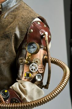 Steampunk leather arm piece made by Daniel Cordero. This is really cool and I don't like much steampunk.
