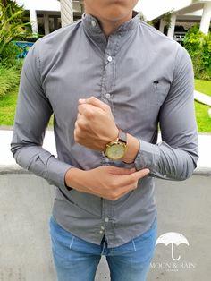 Outfit para hombre  camisa lisa color gris en cuello mao manga larga 0200f49cb5d1e