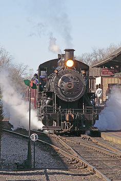 New Hope and Ivyland Railroad Beleef cultuurhistorie met het Duits lijntje: www. Train Tracks, Train Rides, Old Steam Train, Steam Railway, Train Art, Train Pictures, Old Trains, Steam Engine, Steam Locomotive