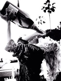 champagnecampaignbarbies: Poppin bottles...