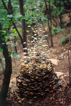 German-based artist Cornelia Konrads makes incredible land art installations that defy gravity. Her work is punctuated by the illusion of weightlessness, where stacked objects appear to be suspended in mid-air, reinforcing their temporary nature as if the installation is beginning to dissolve.
