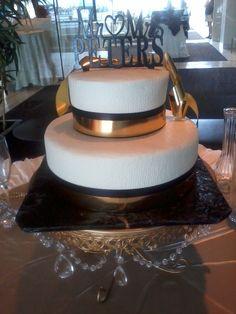 Two Tier Round Wedding Cake.. D & D Cake Designs Jacksonville, Florida