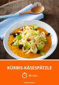 Kürbis-Käsespätzle - 785 kcal - einfaches Gericht - So gesund ist das Rezept: 8,4/10 | Eine Rezeptidee von EAT SMARTER | Europa, Schweizer, Ferienküche, Hausmannskost, Hütten, Kerne, Saucen, Spätzle, Käsespätzle, Vegetarisch #käse #gesunderezepte Eat Smarter, Thai Red Curry, Ethnic Recipes, Food, Food Portions, Cooking Recipes, Cooking, Eten, Meals