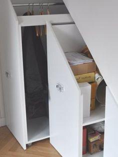 Le premier et plus petit caisson mobile a relativement peu d'étagères pour accueillir aussi bien de petits objets que des éléments plus encombrants. #maisonAPart