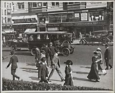 Fifth Avenue street scene in 1910