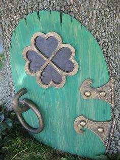 Making a leprechaun door <--- should be a shamrock, not a clover. (3 leavs not 4)