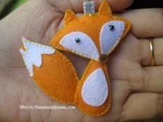 Felt fox - would be cute as a polymer clay pendant too
