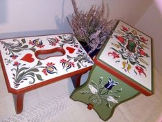 "Photo in the album ""Népi bútorfestés - virágozás"" by Seki óvóka Wooden Box Designs, Wooden Painting, Henna Style, Cottage In The Woods, Furniture Makeover, Wooden Boxes, Painted Furniture, Folk Art, Art Pieces"